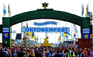 300px-Haupteingang_Oktoberfest_2012